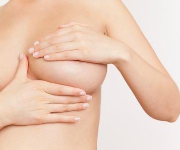 Die Kontrazeption vergrössernd die Brust